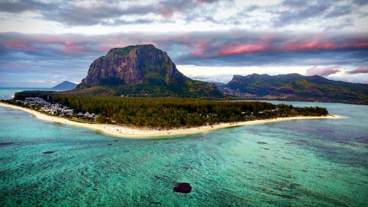 Mauritius Surf Holidays Afrika Et Tour Le Morne Horseback Riding